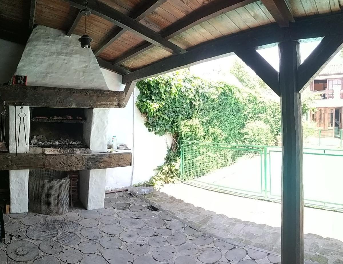 casa tipo colonial c/piscina en exc. ubicacion