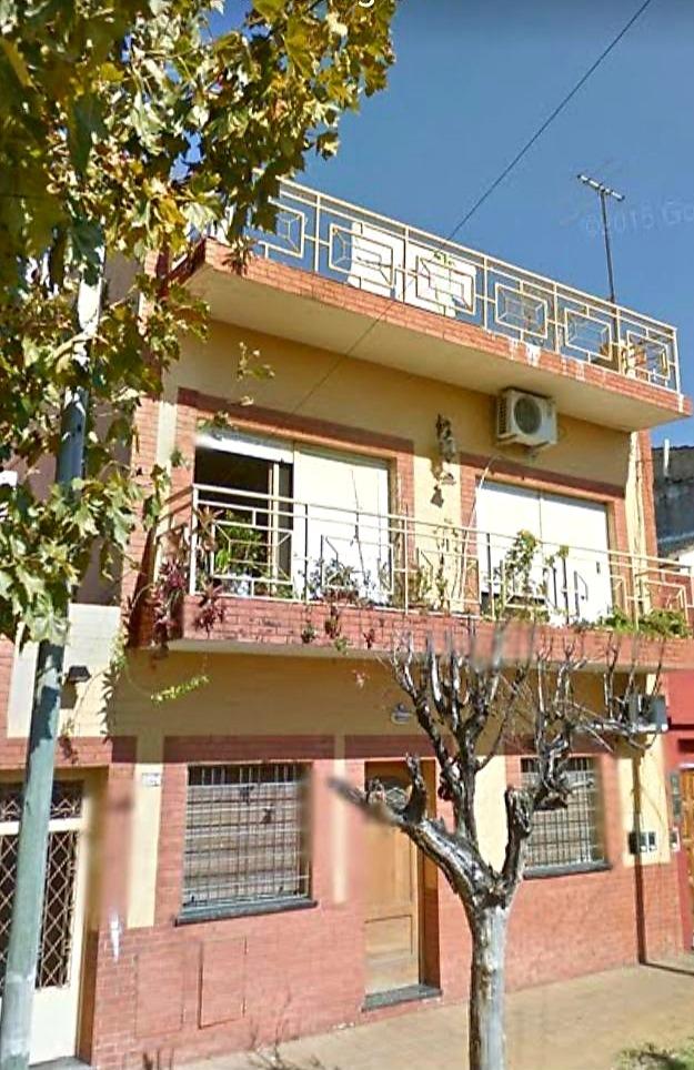 casa tipo ph 5 ambientes y un lote de 77 m2
