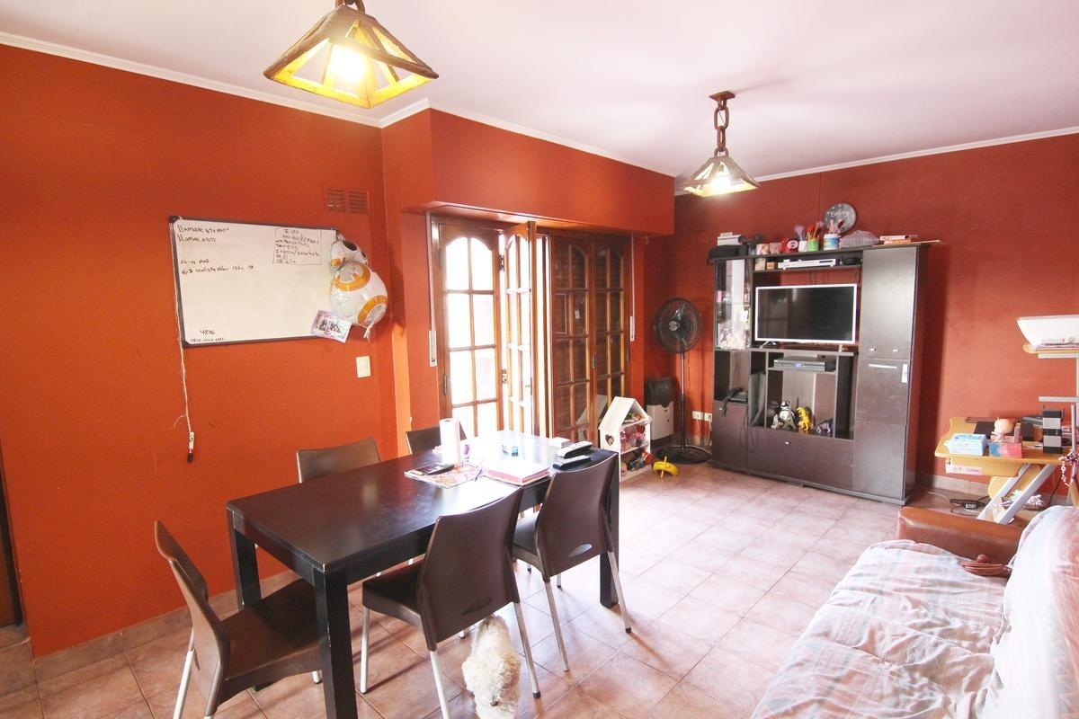 casa tipo ph al fte c/amplio garage, 3 dorm, 1 de ellos en suite - boulogne