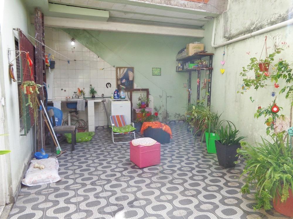 casa tipo ph independiente al frente de 3 ambientes a mts. d