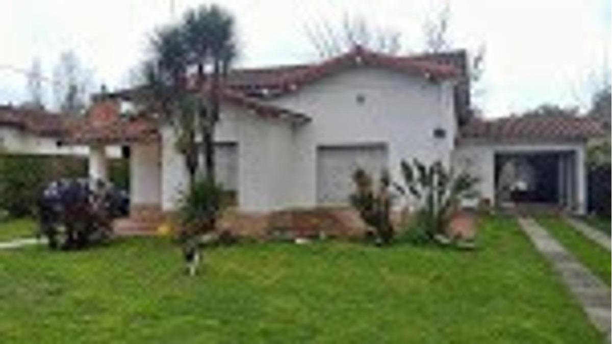 casa tipo quinta en moreno de 4 ambientes