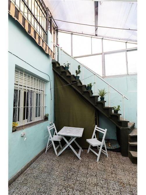casa tres ambientes con patio y terraza, gran zona