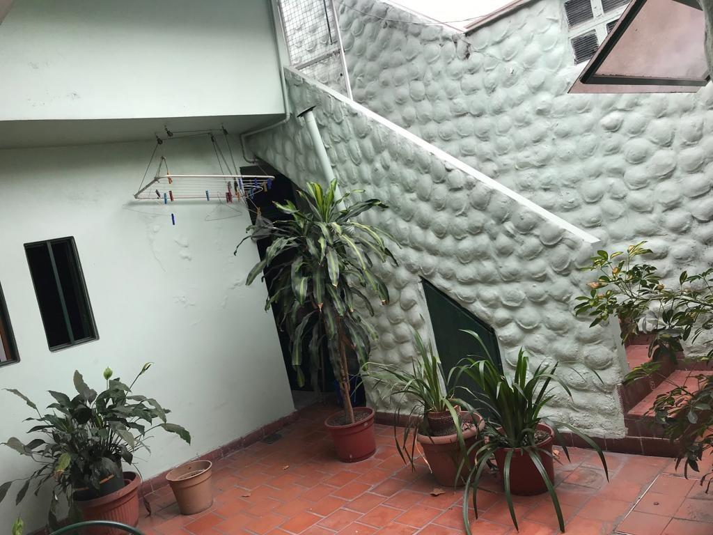 casa tres dorm jardin garage terraza. victor hugo 2586