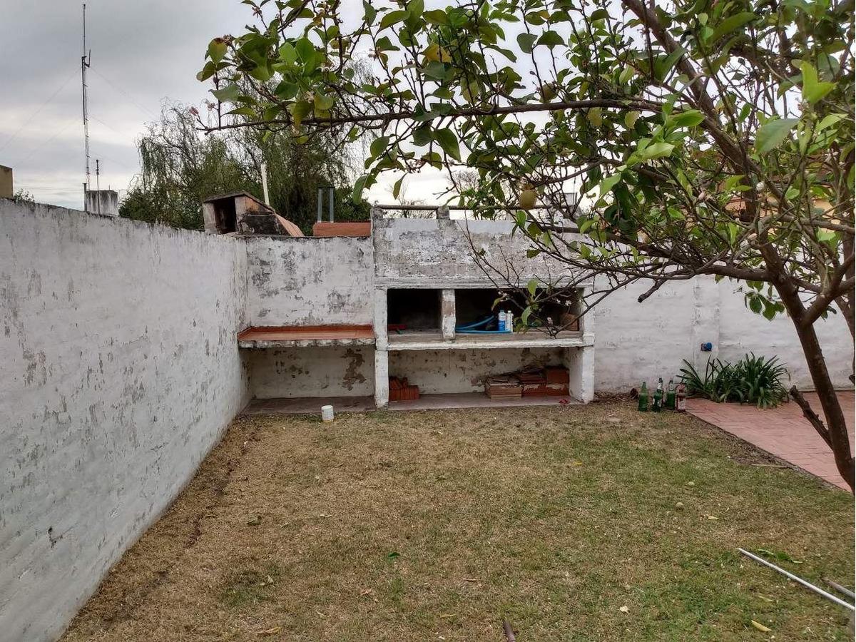 casa tres dormitorios en quintas de arguello