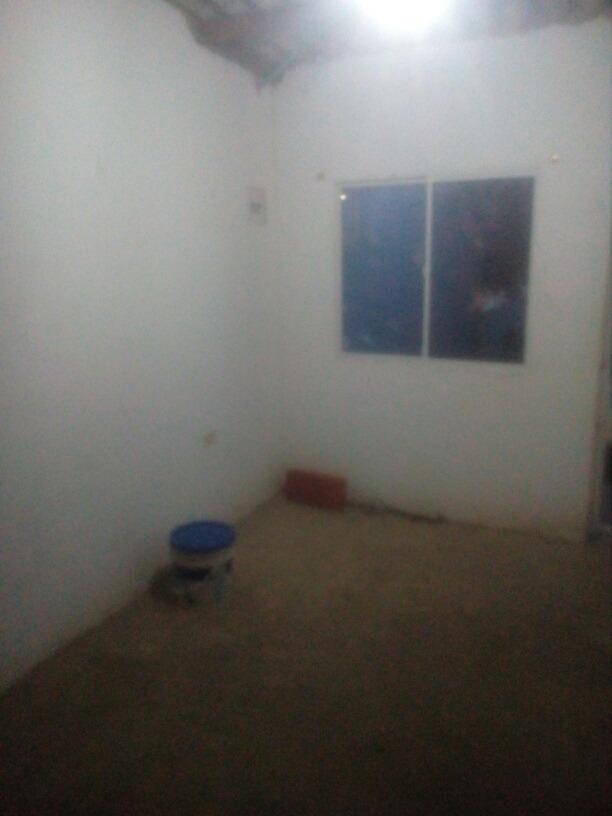 casa tres habitaciones 1baño cuarto de labores