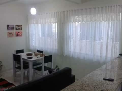 casa triple 2 quartos, três banheiros, sala cozinha,