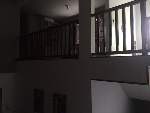 casa triplex com 5 quartos, 5 banheiros + dependências
