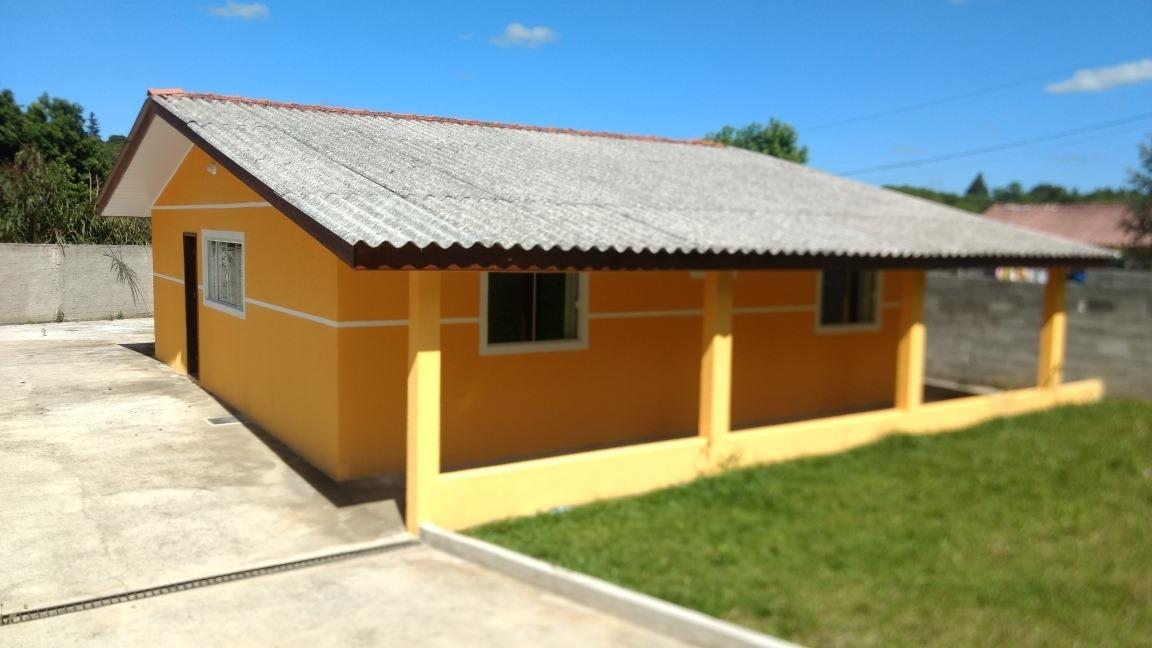 casa três quartos, sendo um suíte, sala, cozinha, garagem
