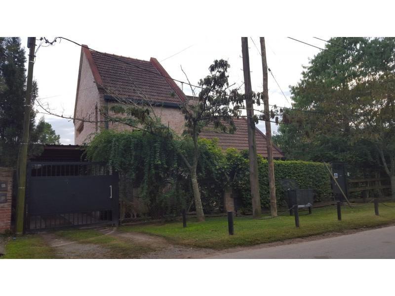 casa ubicada en 22 esq 448 city bell