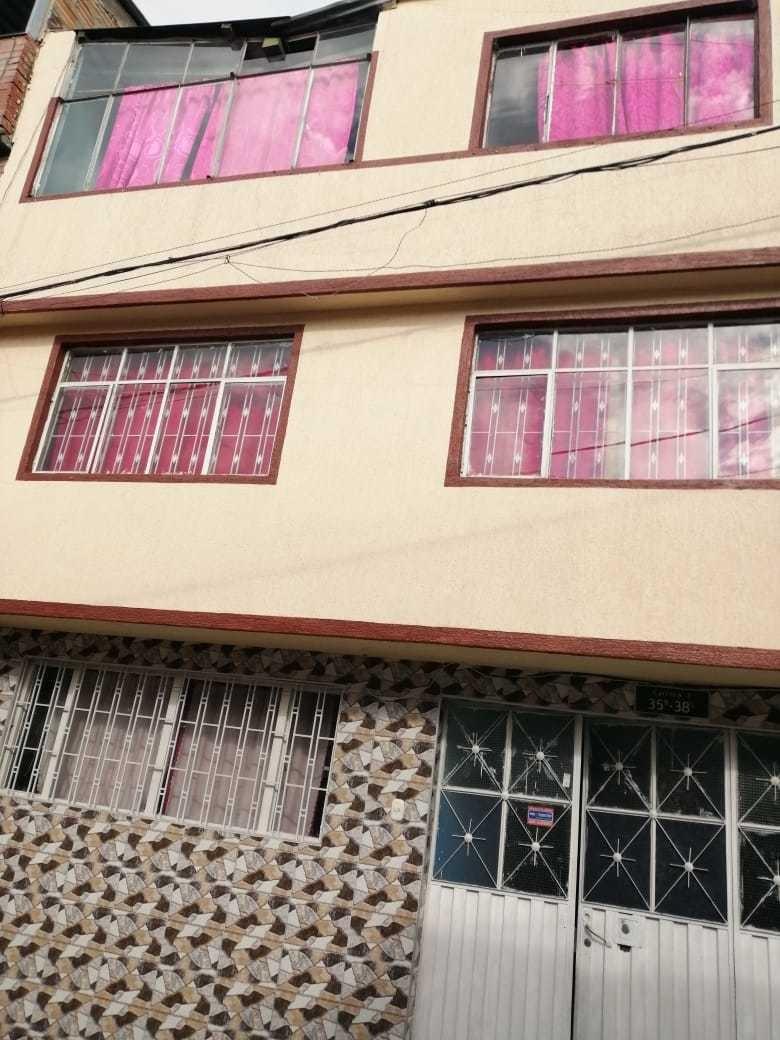 casa ubicada en san isidro 20 de julio  3 pisos más terraza