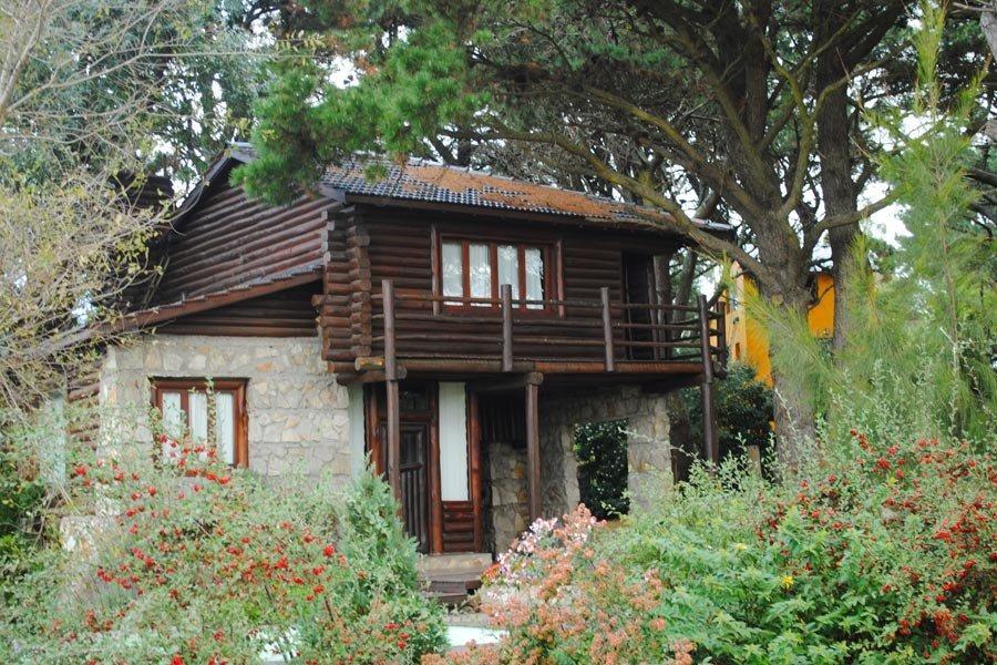 casa ubicada en sierra de los padres sobre lote de 600 mts2 -