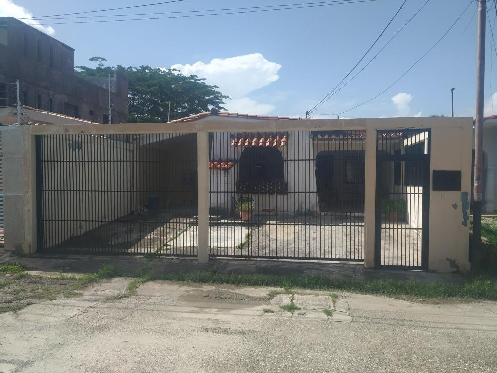 casa. ubicada en urbanización cerrada
