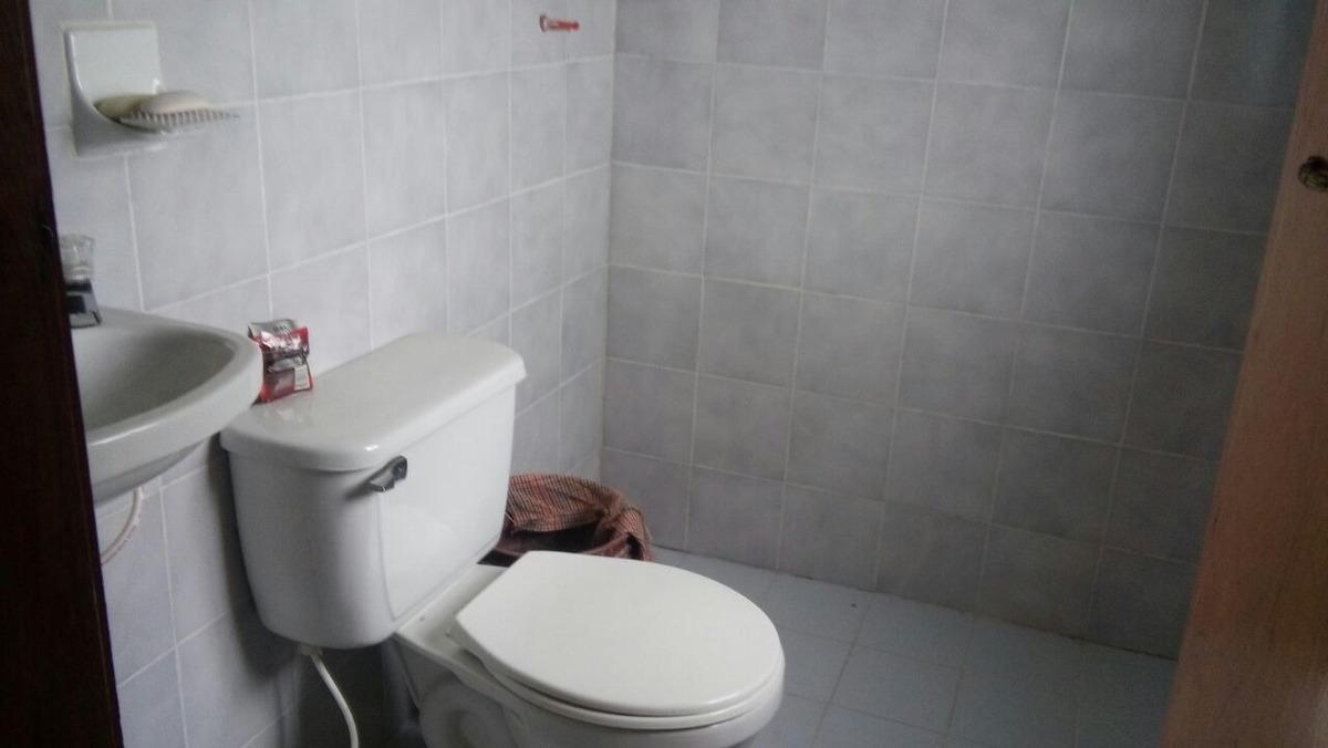 casa una habitación baño y cocina