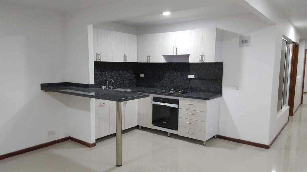 casa unifamiliar con dos ambientes, entrada individual.