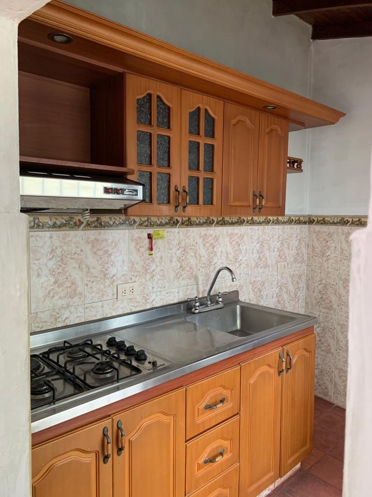 casa urbanización atlantida, (robledo) 3 alcobas, 3 baños.