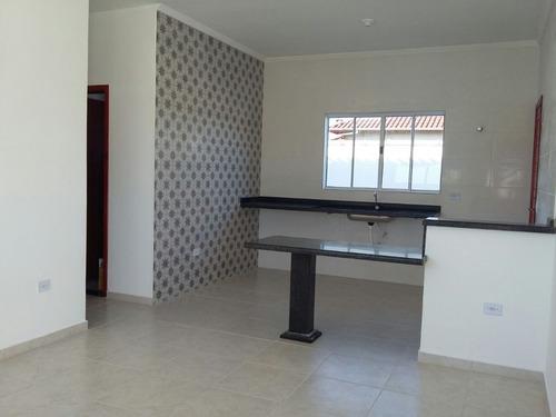 casa à venda com piscina a 600 m da praia em itanhaém. 340