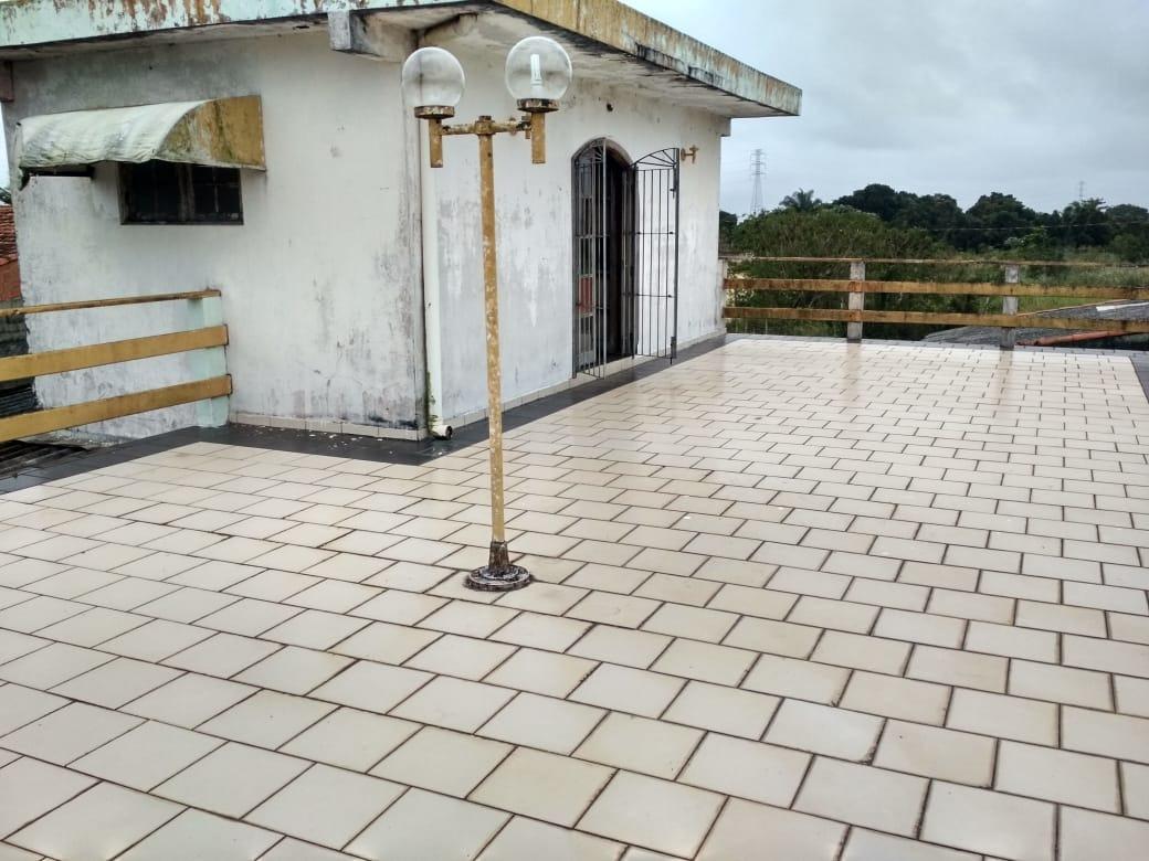 casa à venda com terraço lado praia em itanhaém. 437