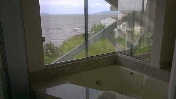 casa à venda semi mobiliada com piscina na beira-mar de são josé - ca0297