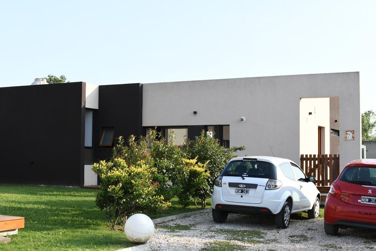 casa venta 2 dorm jardin ph  city bell moderna