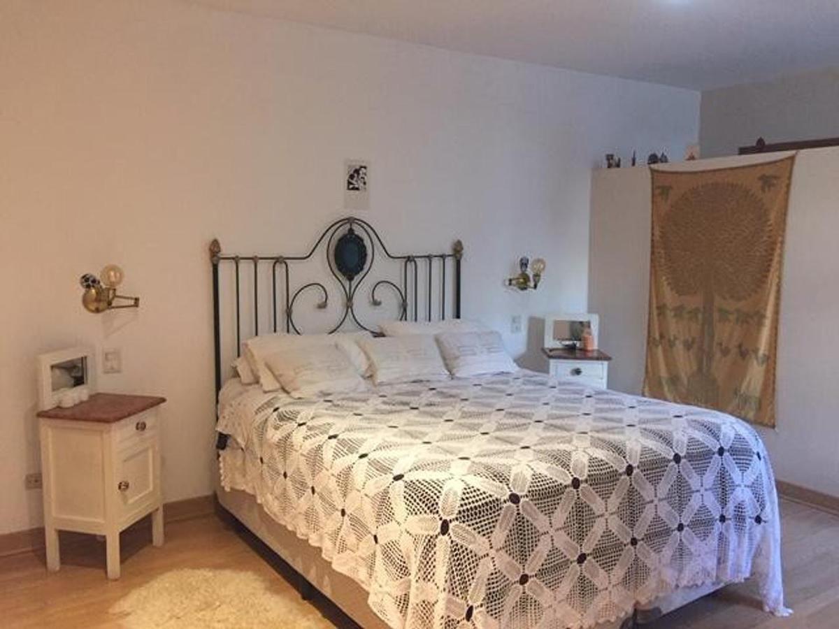casa venta 2 dormitorios, 3 baños, cochera y parrilla -terreno 200 mts 2- la plata