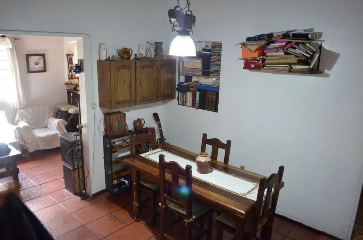 casa venta 2 dormitorios  -lote 10 x 45 mts -apta banco- city bell