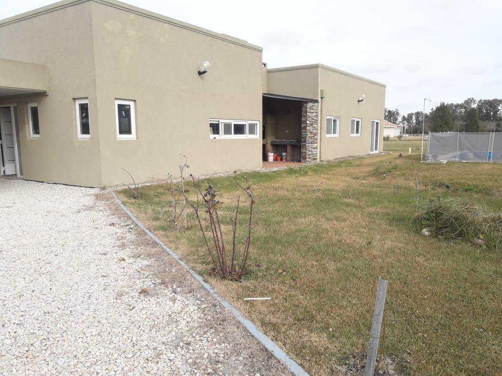 casa venta 2 dormitorios y piscina -terreno 2,100 mts 2- campos de roca 2
