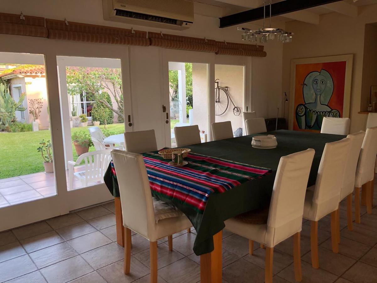 casa venta 3 dormitorios, 2 baños y cochera 2 autos-lote 595 mts 2 y 260 mts 2 cubiertos- city bell