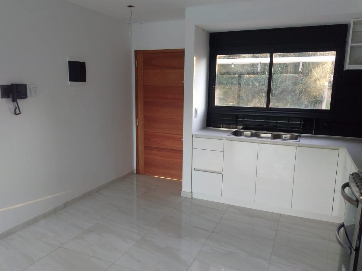 casa venta  3 dormitorios , 2 baños y cochera -lote 10 x 30,5 mts-120 mts 2 - city bell