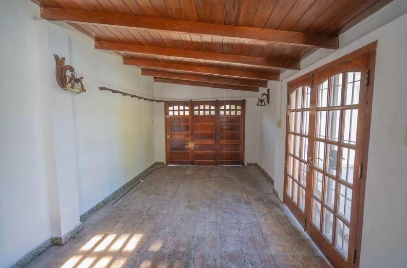 casa venta 3 dormitorios-lote 400 mts 2- 250 mts 2 -apta banco - entre caminos city bell