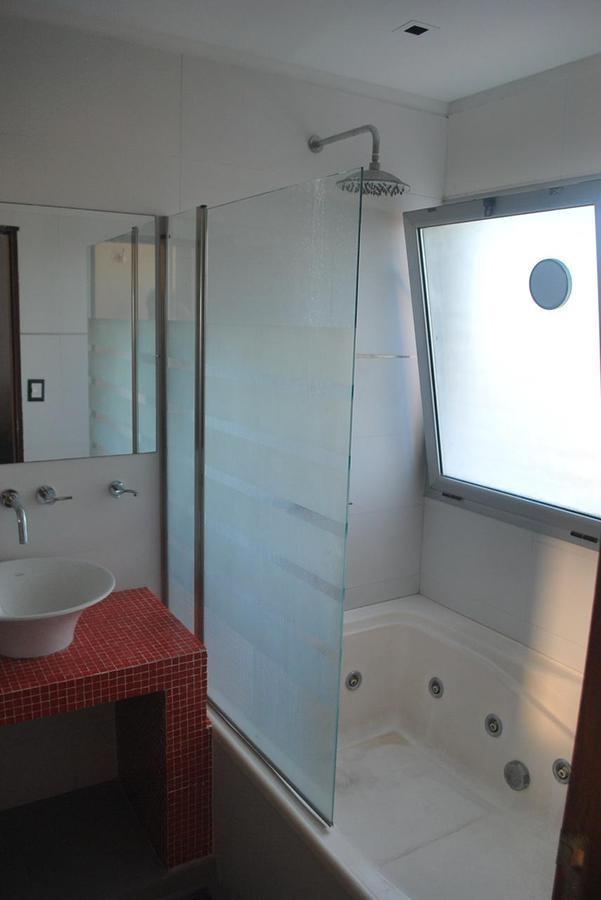 casa venta 4 dormitorios  , 4 baños y piscina-lote 21 x 32 mts -290 mts 2 cubiertos - manuel b gonnet