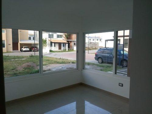 casa venta al norte en residencial las plazas