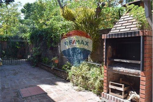 casa-venta-beccar-5 dormitorios-jardin y pileta