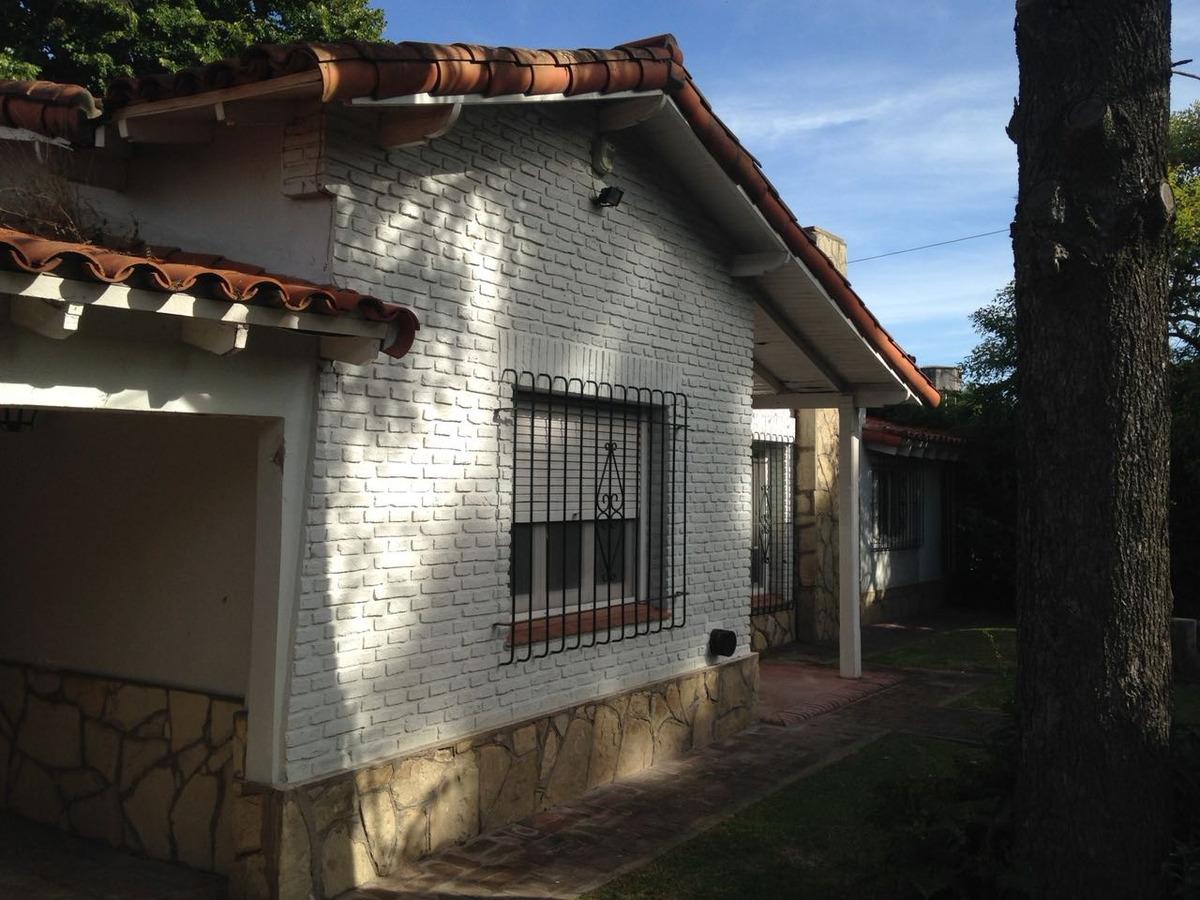 casa venta city bell con pileta arbolado  proxima centenario