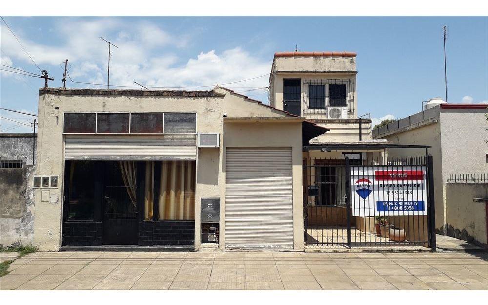 casa venta con 2 locales comerciales y patio