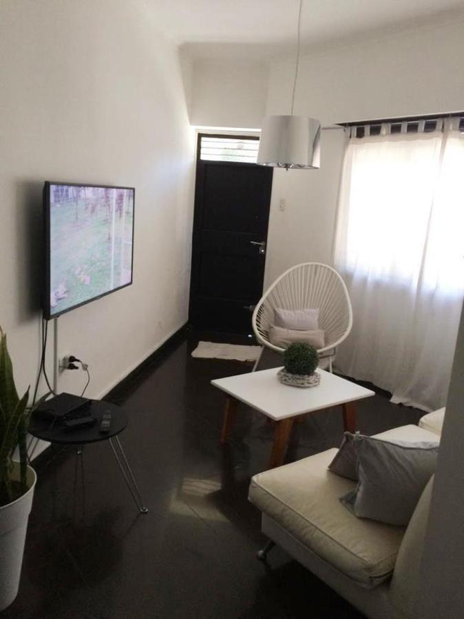 casa venta de 2 dormitorios, 2 baños y cochera -120 mts 2 cubiertos - la plata