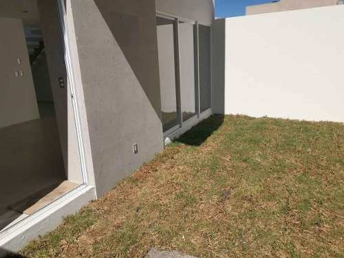 casa venta privada doble seguridad jardín amplia el refugio queretaro
