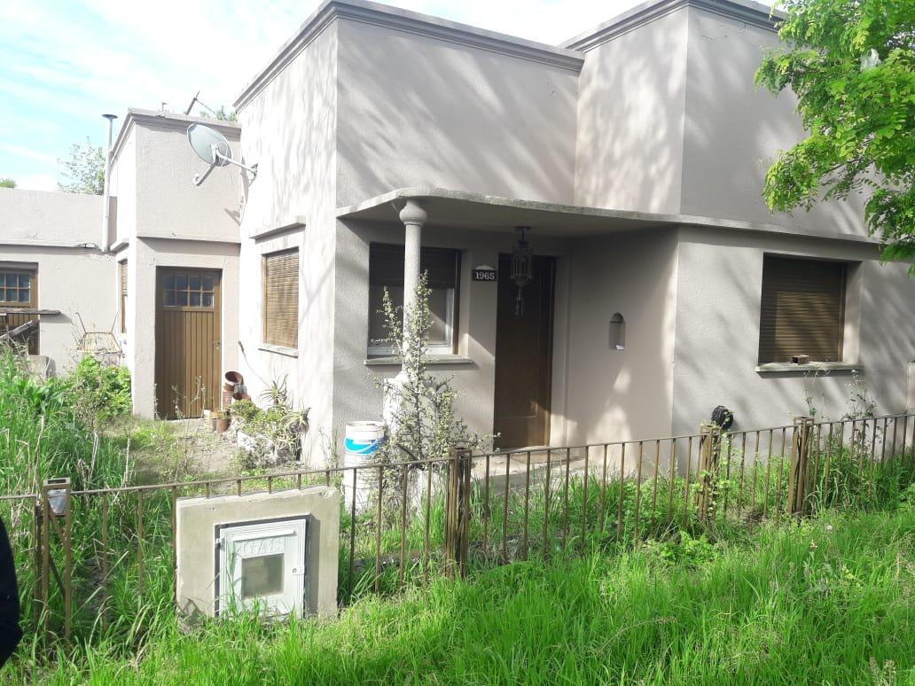 casa venta refaccionar -2 dormitorios  y 122 mts 2-lote 12 x 49 mts -594 mts 2 -josé hernández