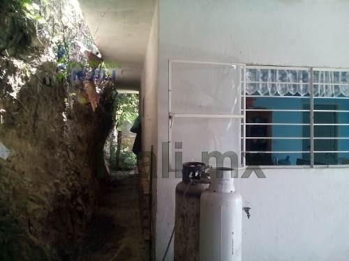 casa venta tuxpan ver es de dos pisos, de construcción son de 143 m² y de terreno 235 m², se encuentra ubicada en la calle cándido aguilar s/n de la colonia emiliano zapata, cuenta con sala, comedor,