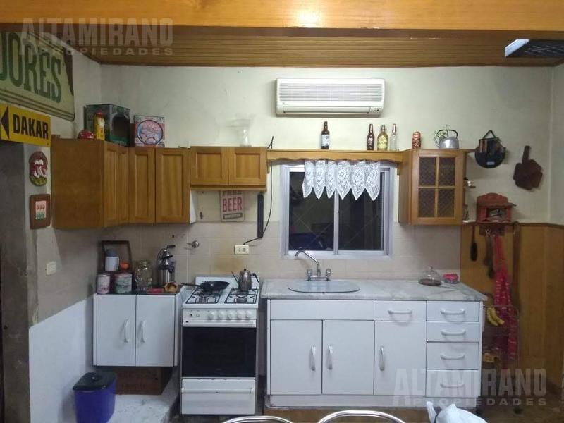 casa - villa ballester, casa cuatro ambientes sobre lote 11.25 x 50 mts !!