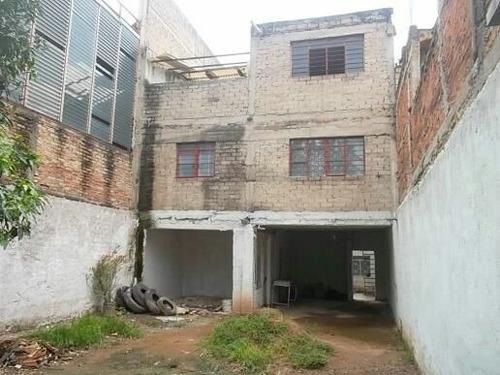 casa y 2 1/2 departamentos + 112 m2 de terreno. una propied