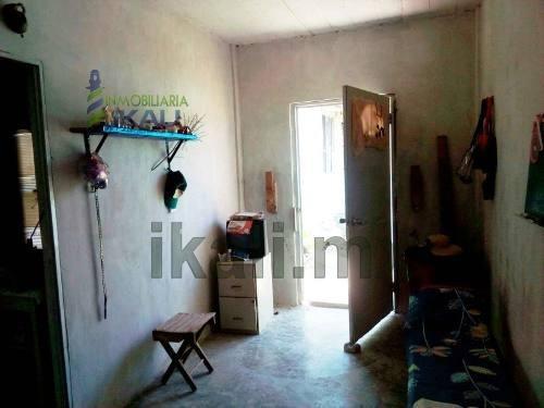 casa y 2 habitaciones aparte en venta col. colinas del sol tuxpan veracruz, se encuentra ubicada en la calle 20 de noviembre en la colonia colinas del sol, cuenta con 200 m² de terreno, es una casa