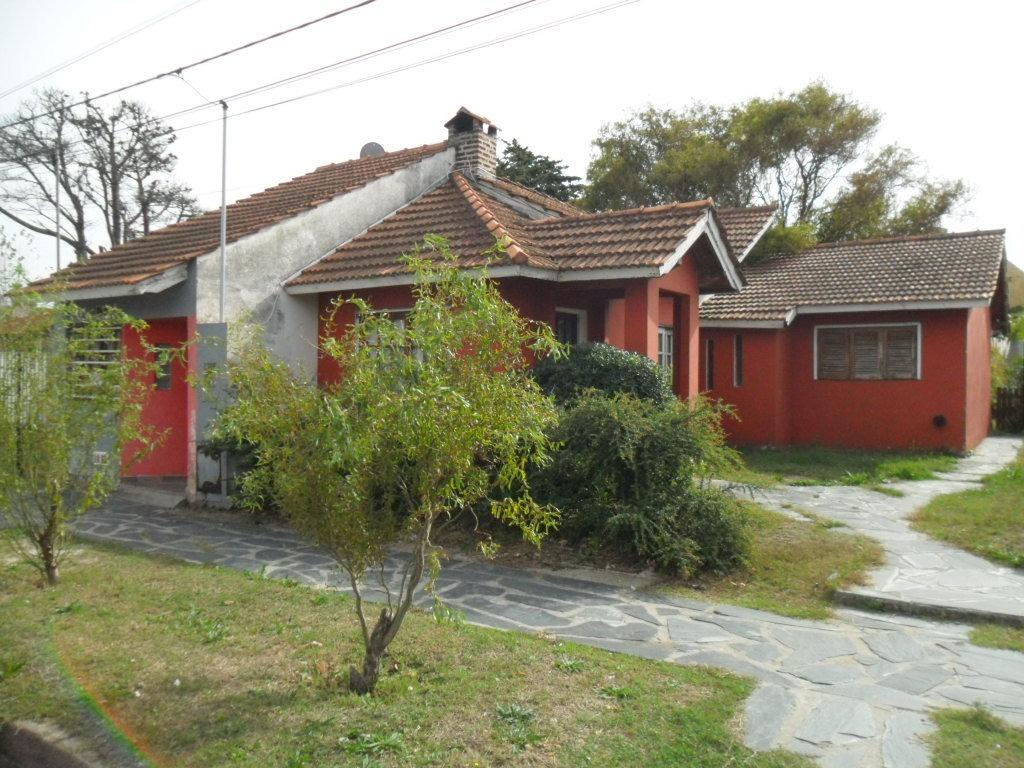 casa y dos deptos. en calle 49 e- 1 y 43 (cod. 1008)