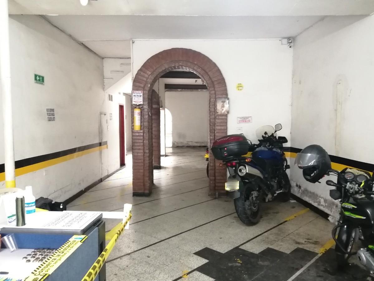 casa y parqueadero de motos en venta, boston-medellin.
