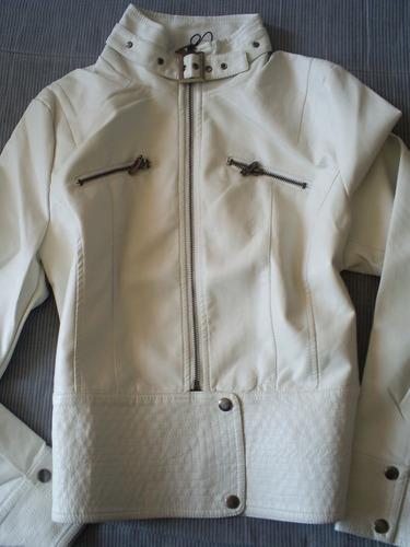 casaca blanca ecocuero pretina ancha cierres tachas