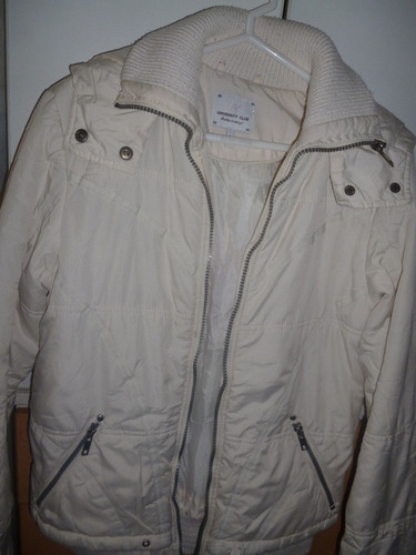 casaca crema talla  s  y de marca university club acolchado