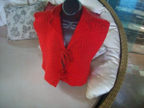 casaqueto vermelho de lã em crochet, feito a mão