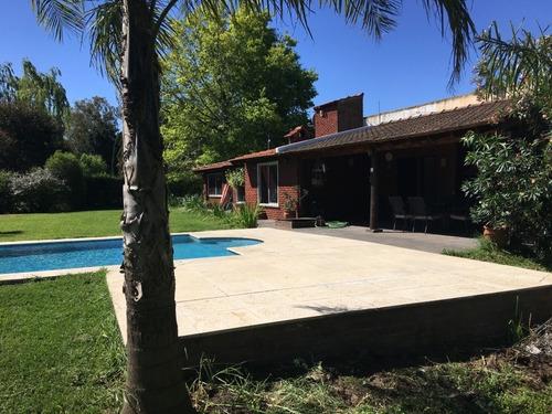 casaquinta 3 ambientes con gran parque y piscina