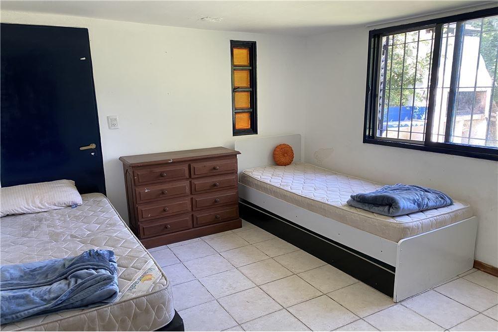 casaquinta con 1900 m2 de parque y casa de 5 amb