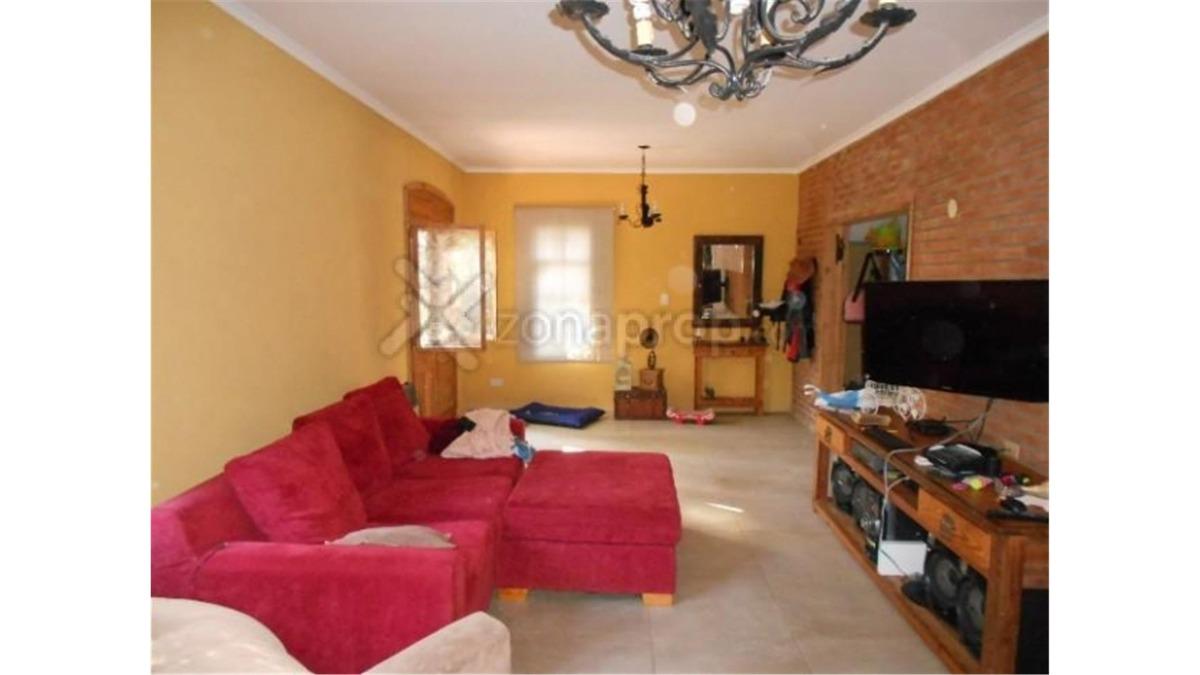 casaquinta en venta 3 dormitorios udaondo ituzaingo :: 800m2