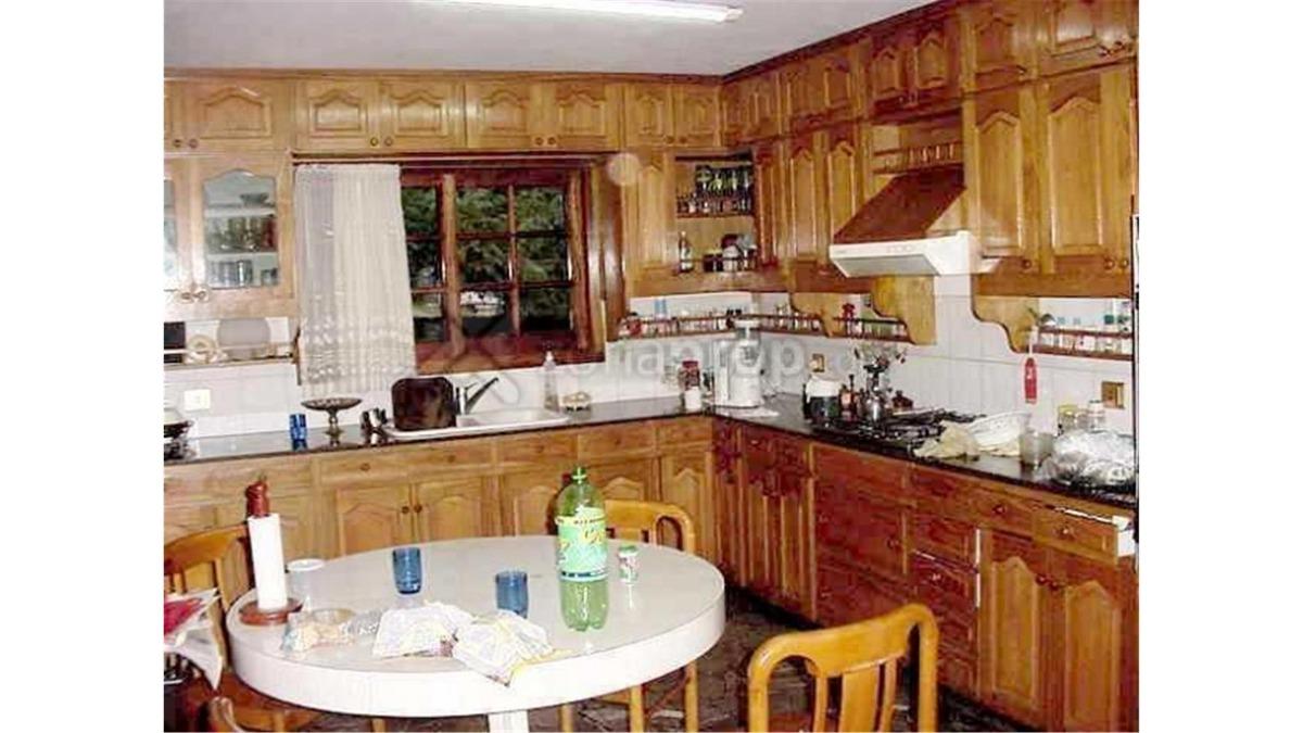 casaquinta en venta 5 dormitorios udaondo ituzaingo :: 2300m